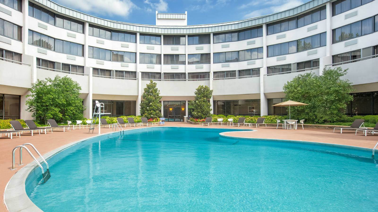 Reston Hotel Features - Outdoor Pool and Sun Deck