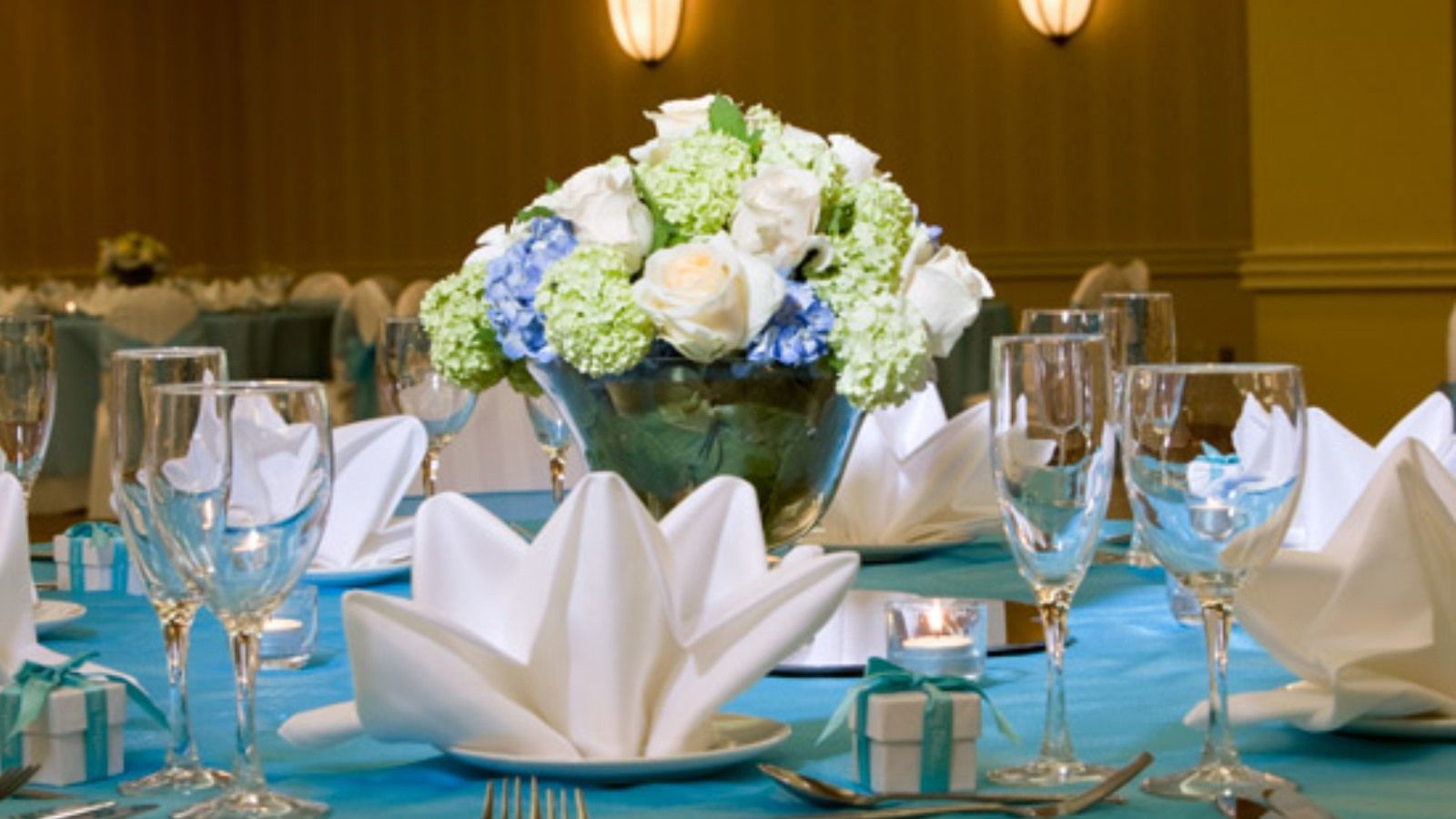 Quinceañeras in Reston | Table